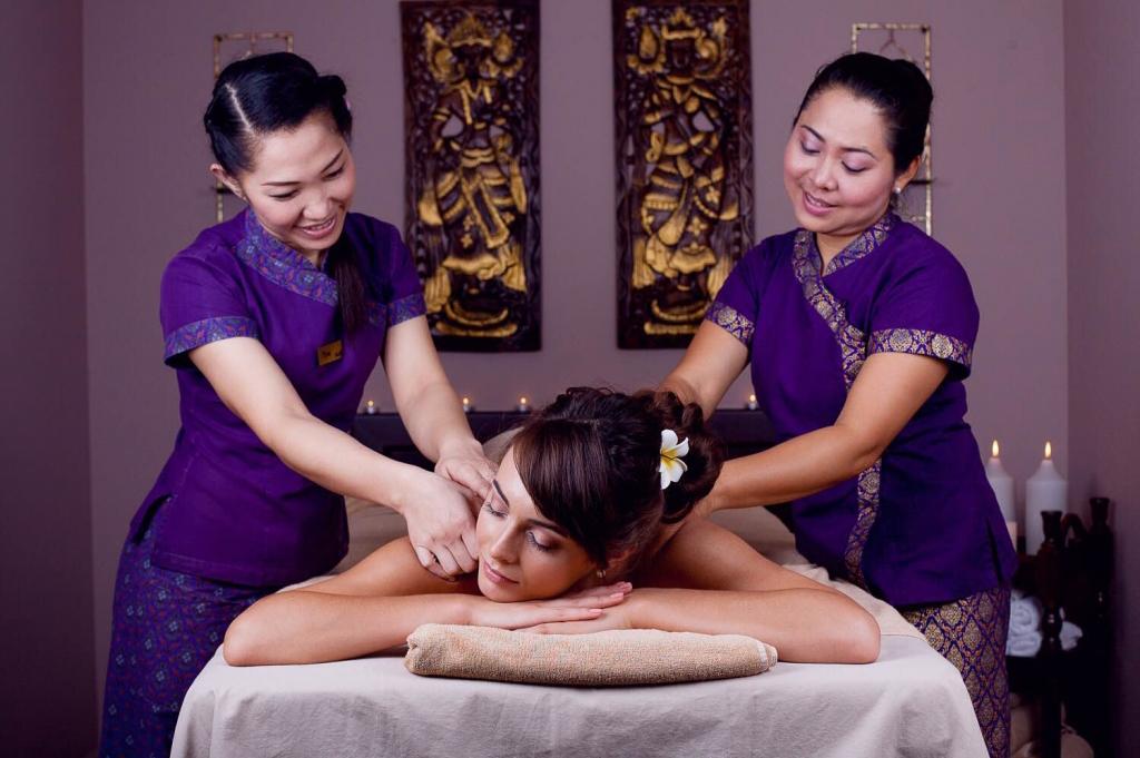 Императорский масляный массаж, два мастера