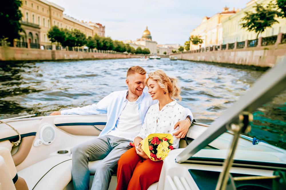 Прогулка на катере Санкт-Петербург