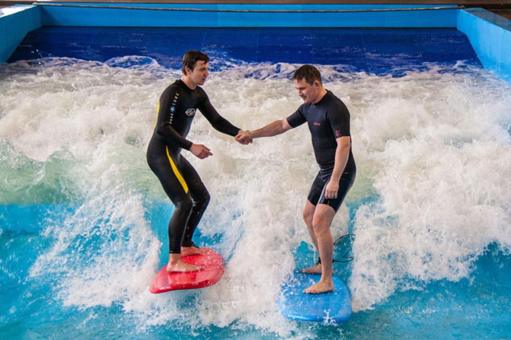 Серфинг волна в Санкт-Петербурге