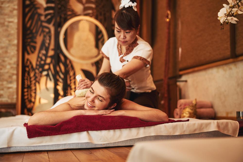 Традиционный тайский массаж с травяными мешочками в СПб