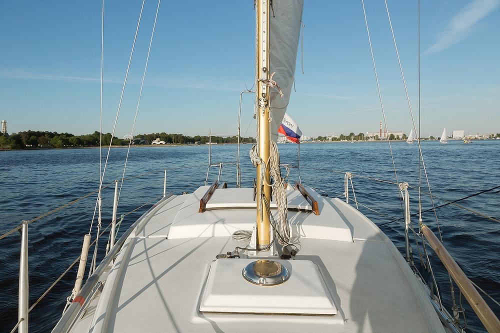 Катание на парусной яхте в Санкт-Петербурге