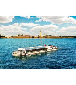 Водная экскурсия по Санкт-Петербургу