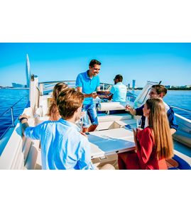 Катание на яхте Санкт-Петербург